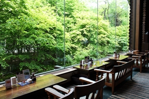 奥入瀬渓流ホテルラウンジ.JPG